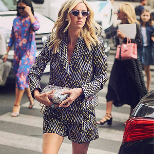 📷@monika.m_photography-@nickyhilton@schiaparelli@parisfashionweek@mercedesbenzfashion#streetsty...